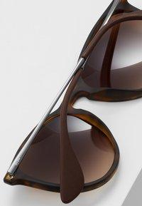 Ray-Ban - ERIKA - Sunglasses - braun - 5