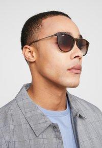Ray-Ban - ERIKA - Sunglasses - braun - 1