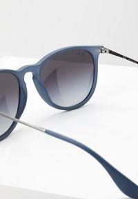 Ray-Ban - ERIKA - Occhiali da sole - blue/grey gradient - 2