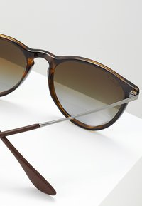 Ray-Ban - ERIKA - Okulary przeciwsłoneczne - havana polar brown - 2