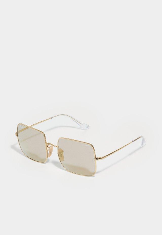 SQUARE - Sluneční brýle - shiny gold-coloured