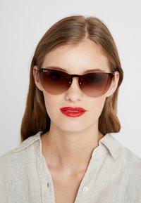 Ray-Ban - Sluneční brýle - brown - 1