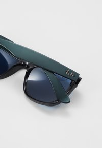 Ray-Ban - JUSTIN - Occhiali da sole - green metallic/black - 4