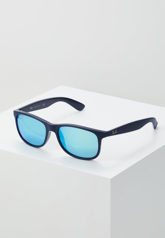 Sunglasses - shiny blue/green