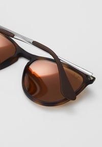 Ray-Ban - JUNIOR ERIKA - Sunglasses - brown - 2