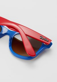Ray-Ban - JUNIOR WAYFARER - Okulary przeciwsłoneczne - blue/red - 2