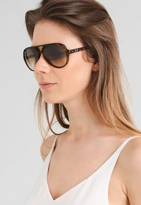 Ray-Ban - Solbriller - brown - 1