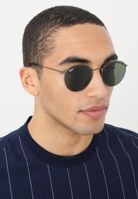 Ray-Ban - ROUND - Sonnenbrille - gunmetal/crystal green - 1