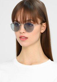 Ray-Ban - ROUND - Sunglasses - silver photo blue - 4