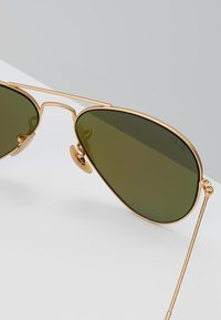 Ray-Ban - ROUND - Gafas de sol - gold-coloured/blue - 5