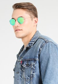 Ray-Ban - ROUND - Solbriller - gold - 0
