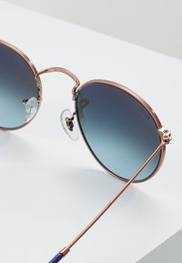 Ray-Ban - ROUND - Solbriller - blue gradient brown