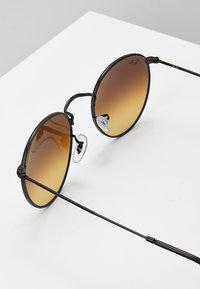 Ray-Ban - ROUND - Sunglasses - mirror/gradient blue - 2