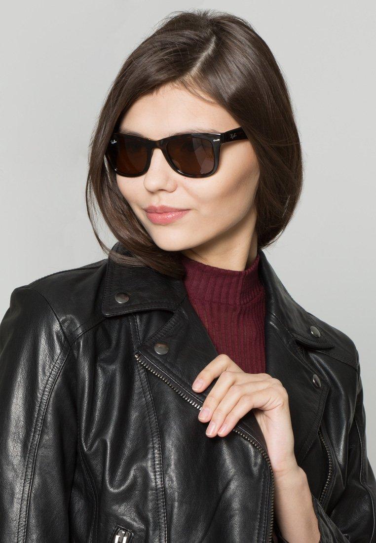 Ray-Ban - FOLDING WAYFARER - Okulary przeciwsłoneczne - black/brown