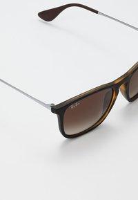 Ray-Ban - CHRIS - Solbriller - brown - 5
