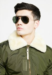 Ray-Ban - OUTDOORSMAN II - Solbriller - gold/dark green - 1