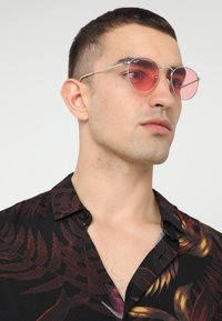 Ray-Ban - ROUND METAL - Sunglasses - silver-coloured - 1