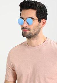Ray-Ban - Sluneční brýle - light blue flash - 1