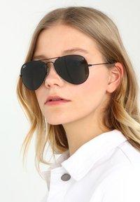 Ray-Ban - AVIATOR - Okulary przeciwsłoneczne - schwarz - 4