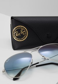 Ray-Ban - AVIATOR - Occhiali da sole - silver-coloured/gradient light blue - 3