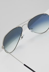 Ray-Ban - AVIATOR - Occhiali da sole - silver-coloured/gradient light blue - 2