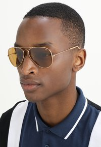 Ray-Ban - AVIATOR - Solbriller - gold-coloured/photo brown - 1