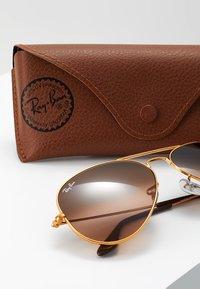 Ray-Ban - AVIATOR - Occhiali da sole - bronze/copper pink gradient brown - 3