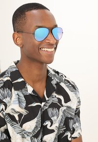 Ray-Ban - AVIATOR - Solbriller - mirror gradient blue - 1