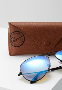 Ray-Ban - AVIATOR - Solbriller - mirror gradient blue - 3