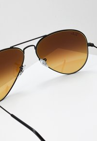 Ray-Ban - AVIATOR - Solbriller - mirror gradient blue - 2