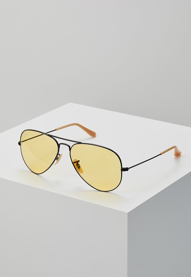 AVIATOR - Gafas de sol - black/photo yellow