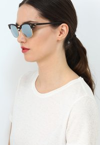 Ray-Ban - CLUBMASTER - Solbriller - light green/brown - 4