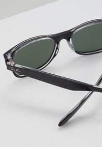 Ray-Ban - Okulary przeciwsłoneczne - greencrystal standard - 2