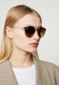 Ray-Ban - Sluneční brýle - brown - 3