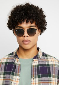 Ray-Ban - Occhiali da sole - brown - 1