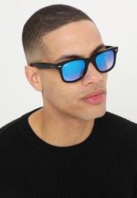 Ray-Ban - WAYFARER - Occhiali da sole - black - 1