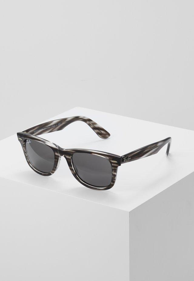 WAYFARER - Sluneční brýle - black