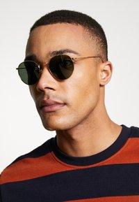 Ray-Ban - Okulary przeciwsłoneczne - gold-coloured - 1