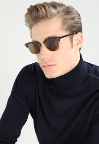 Ray-Ban - CLUBMASTER DOUBLEBRIDGE - Solbriller - brown - 1
