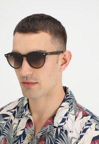 Ray-Ban - Okulary przeciwsłoneczne - light havana - 1