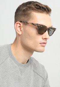 Ray-Ban - METEOR - Occhiali da sole - grey/gradient brown - 1