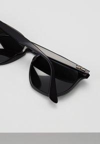 Ray-Ban - Okulary przeciwsłoneczne - black/green - 5