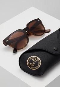 Ray-Ban - Okulary przeciwsłoneczne - brown gradient - 2