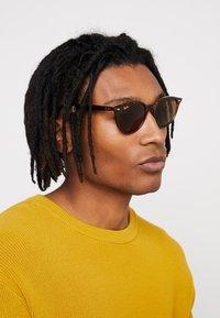 Ray-Ban - Okulary przeciwsłoneczne - dark brown - 1