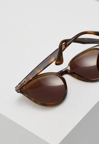 Ray-Ban - Okulary przeciwsłoneczne - dark brown - 5