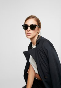 Ray-Ban - Sunglasses - black/green - 3