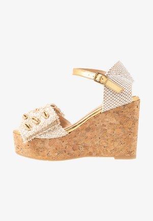 Sandaler med høye hæler - fuffy sand/kiddy gold