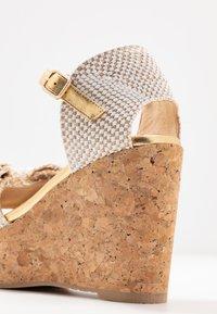 RAS - Korolliset sandaalit - fuffy sand/kiddy gold - 2