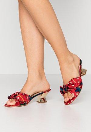 Pantofle na podpatku - blossom chilli