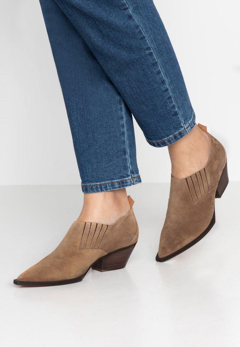 RAS - AUSTIN - Ankle boots - soiux